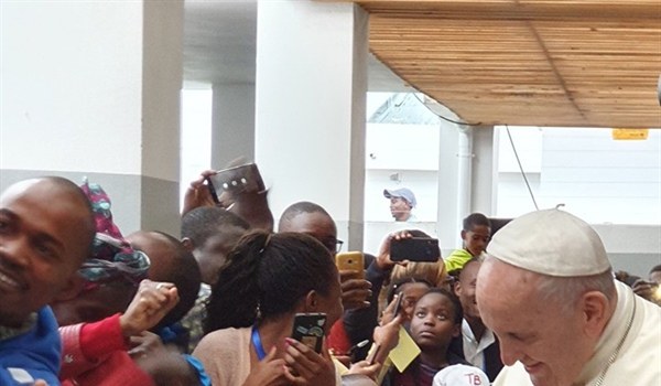 Pope Francis visits Flanders-funded project in Mozambique